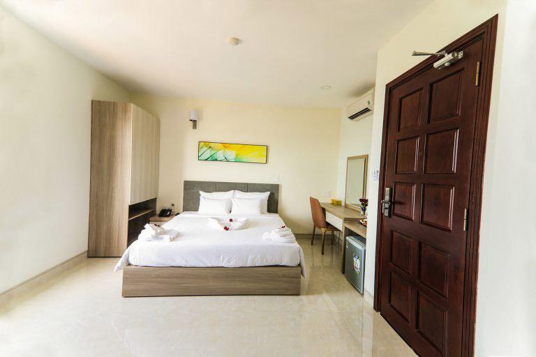 Lake View Quy Nhơn Hotel