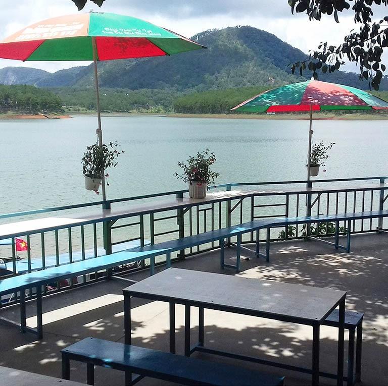 Quán cafe ngắm hồ Tuyền Lâm