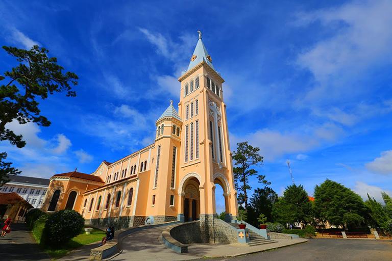 Nhà Thờ Chánh Tòa Giáo Phận Đà Lạtv