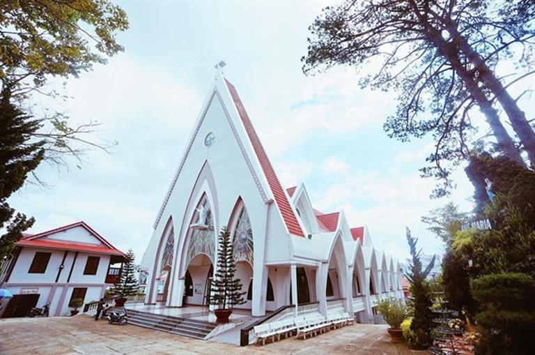 nhà thờ nào đẹp ở đà lạt