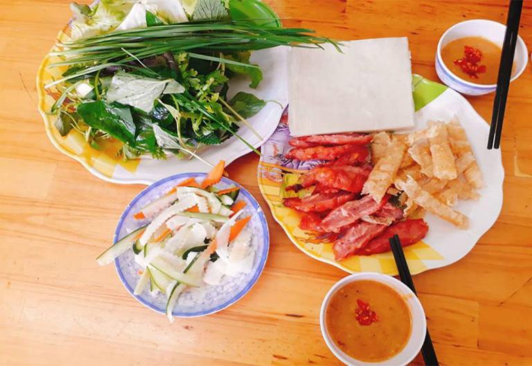 Quán nem nướng gần Hồ Xuân Hương