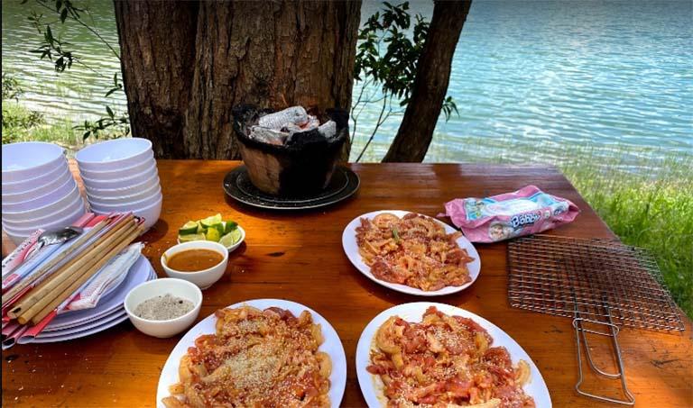 ăn trưa gần Hồ Tuyền Lâm