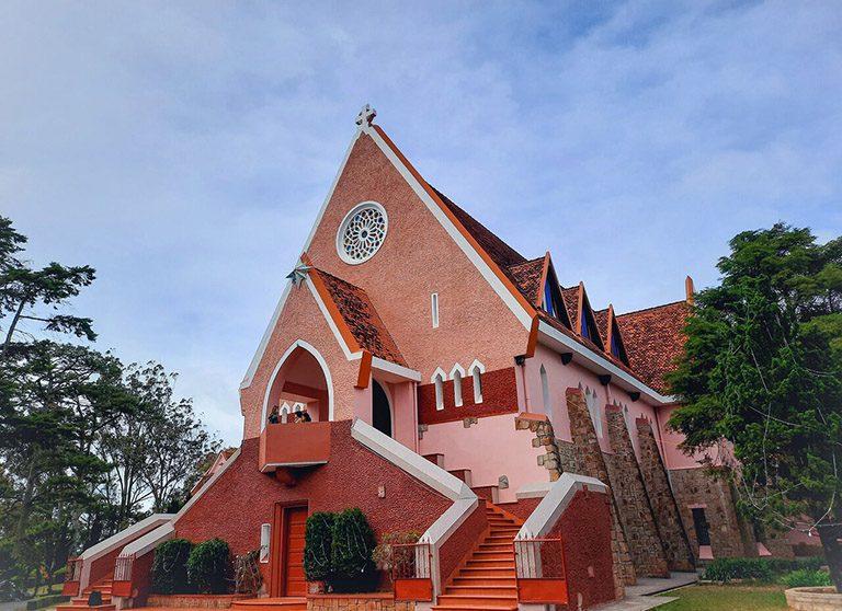 nhà thờ gần Thung Lũng Tình Yêu Đà Lạt