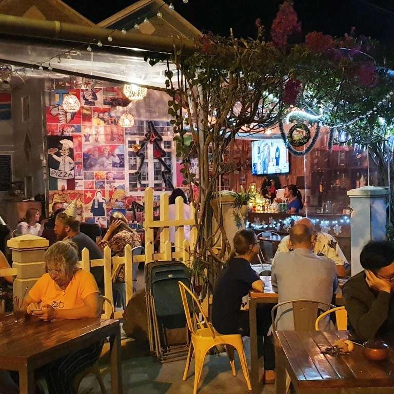 Quán bar view đẹp tại Côn Đảo