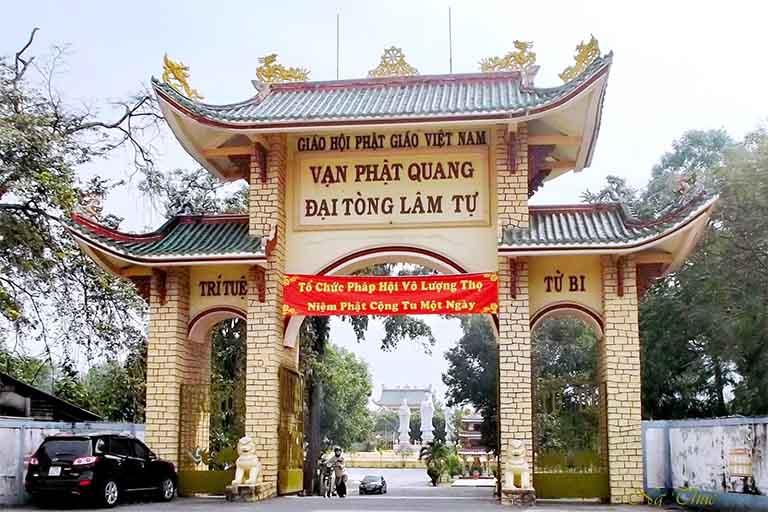 Cổng chào của chùa Vạn Phật Quang Đại Tòng Lâm Tự