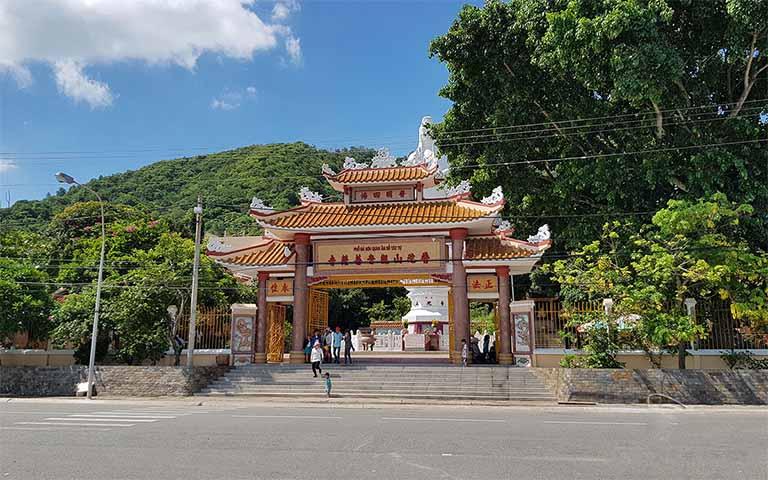 Hình ảnh cổng chào của chùa Phổ Đài Quan Thế Âm Bồ Tát