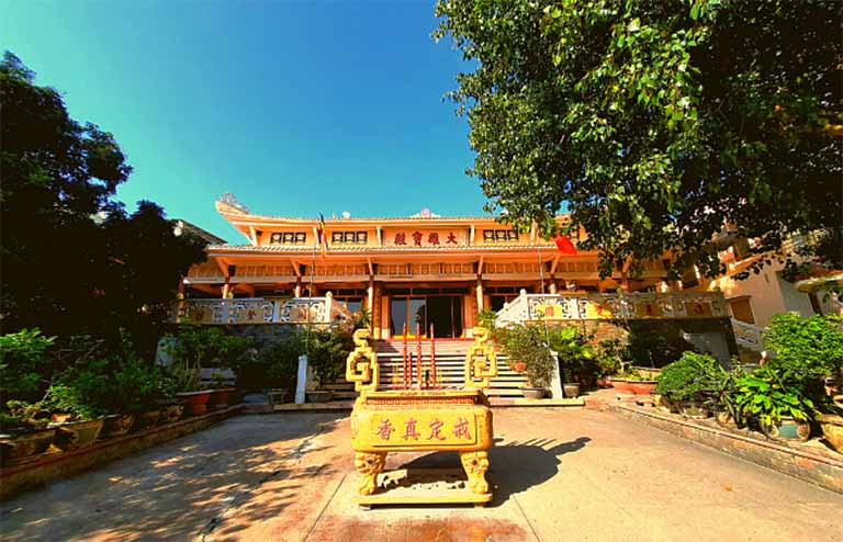 Tuy chùa Phổ Đài Sơn Quan Thế Âm Bồ Tát có khuôn viên khá nhỏ nhưng đủ để du khách cảm nhận sự gần gũi