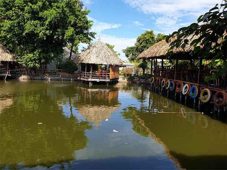 Câu cá giải trí tại Hương Tràm Quán sẽ là một trải nghiệm thú vị cho mỗi khách hàng khi đến nơi đây