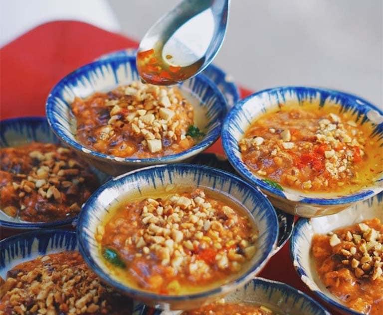Bánh bèo chén Vũng Tàu là món ăn dân giã có giá bình dân