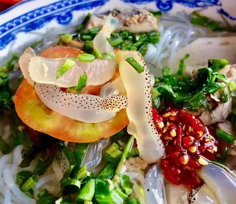Món bún sứa và bún chả cá Vũng Tàu mang đậm hương vị riêng biệt