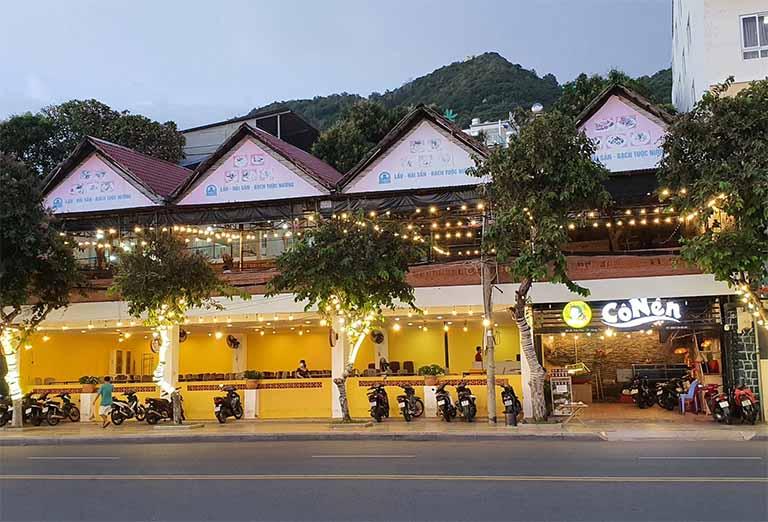 Ghé đến nhà hàng nướng Cô Nên để thưởng thức các món hải sản ngon cùng người thân hoặc bạn bè