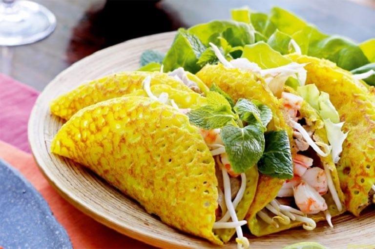Bánh xèo Long Hải không chỉ có vẻ ngoài thơm ngon mà hương vị còn tuyệt vời, thích hợp để ăn sáng tại Vũng Tàu