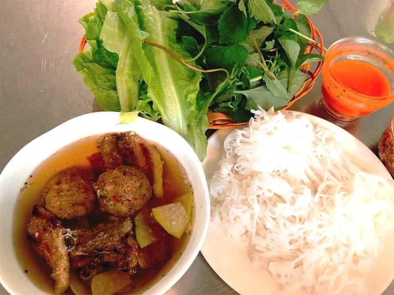 Quán Sáu Hiếu là địa điểm ăn sáng ngon nổi tiếng tại Vũng Tàu mà bạn không nên bỏ lỡ