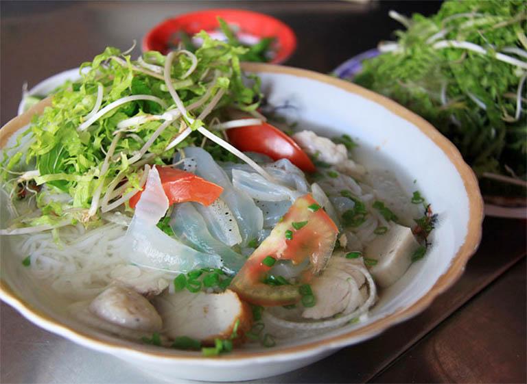Thưởng thức ngay món bún chả cá, bún sứ ở quán 79 Nha Trang cho bữa sáng trước khi đi du hí vòng quang Vũng Tàu