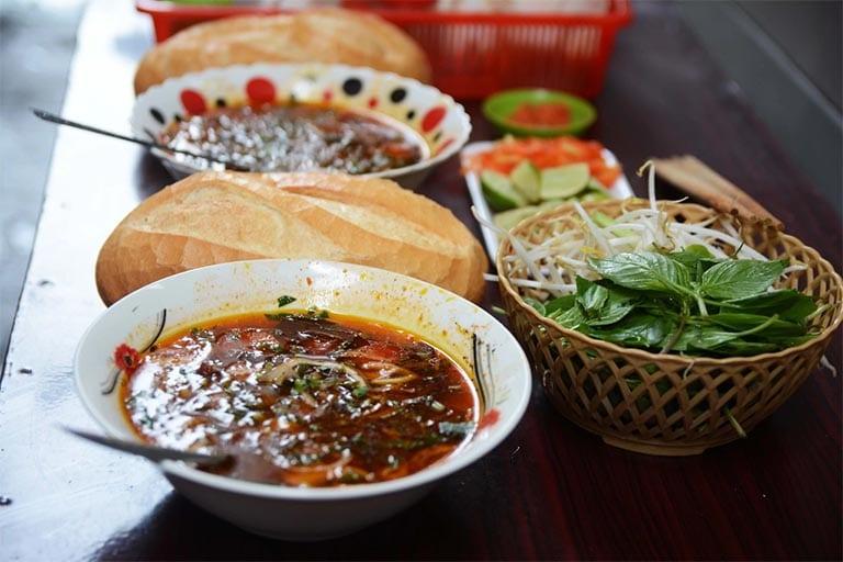 Món bò kho Cô Út được nhiều dân địa phương và thực khách tìm đến bởi mùi vị thơm ngon, thịt mềm, giá cả hợp lý