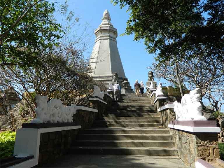 Ngọn tháp Bát Giác cao 19m giữa khuôn viên chùa Thích Ca Phật Đài