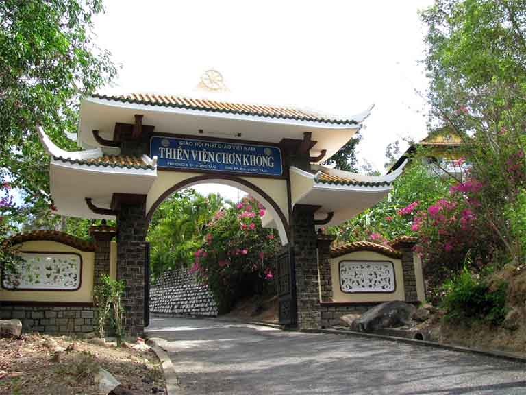 Thiền Viện Chơn Không tọa lại trên triền Hòn Sụp - Núi Lớn