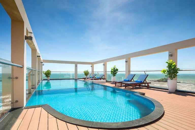 Khách sạn Corvin là một trong những khách sạn nổi tiếng gần bãi Sau Vũng Tàu
