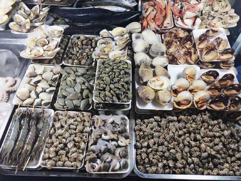 Quán hải sản ở bãi sau Vũng Tàu